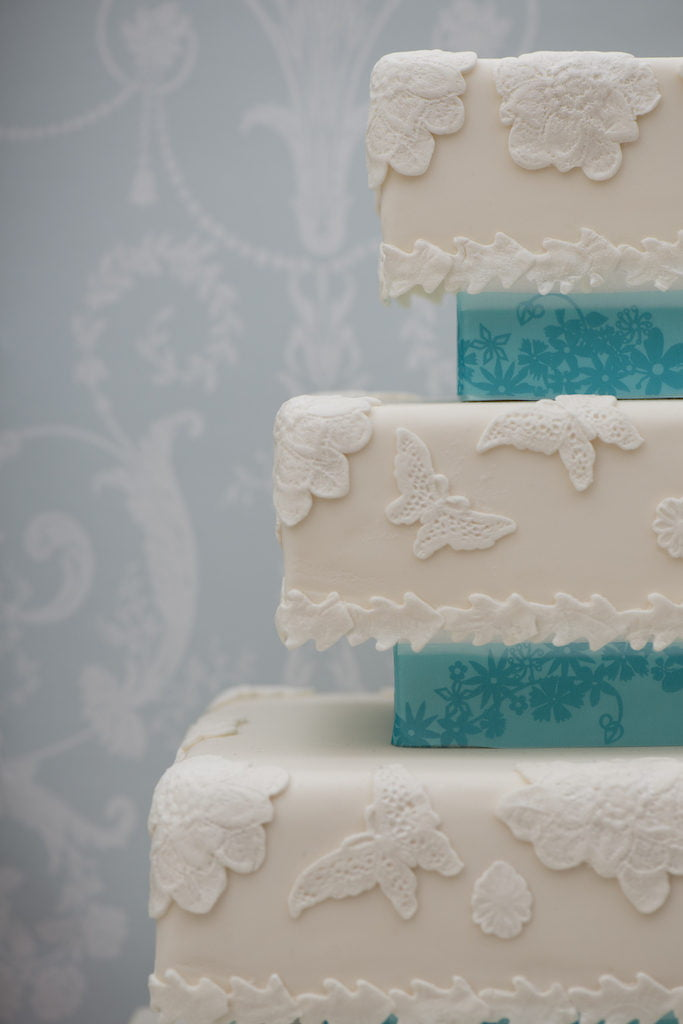 Bluebell-Kitchen-Lace-wedding-cake