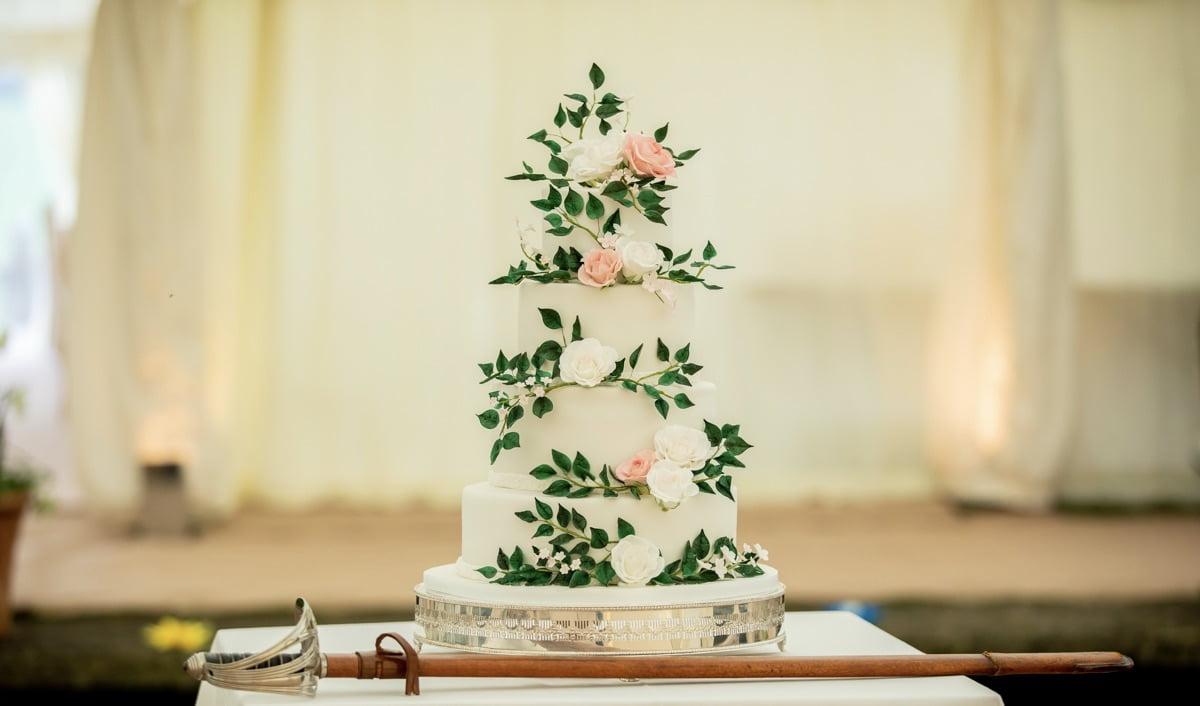 Bluebell-Kitchen-Kent-wedding-cake-statement-wedding-cake