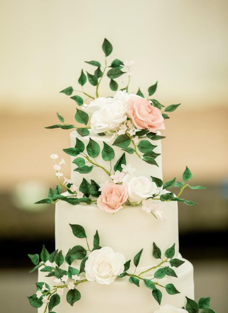 Bluebell-Kitchen-Kent-wedding-cakes-sugar-flowers