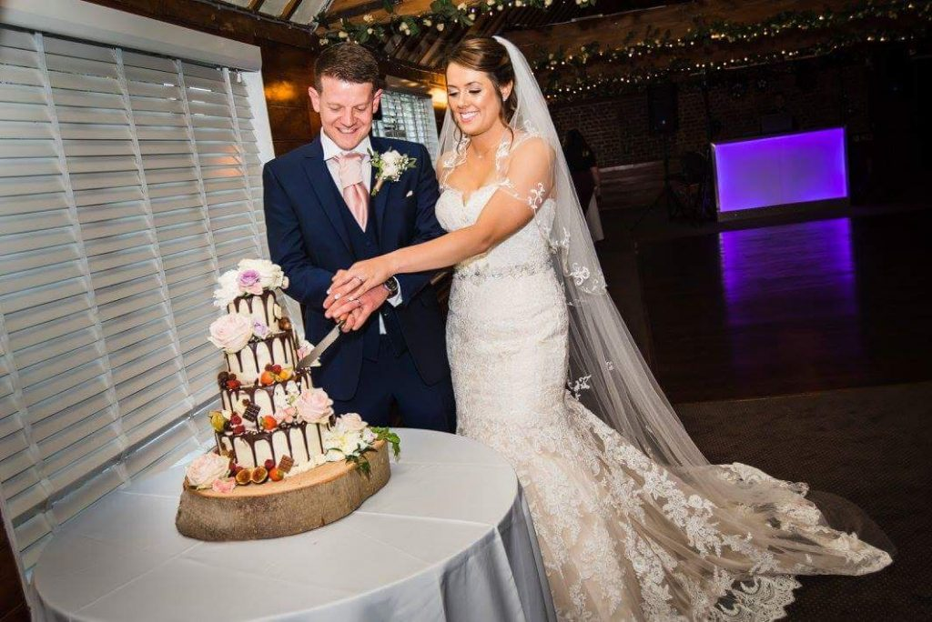 Bluebell-Kitchen-Wedding-cake-hop-farm