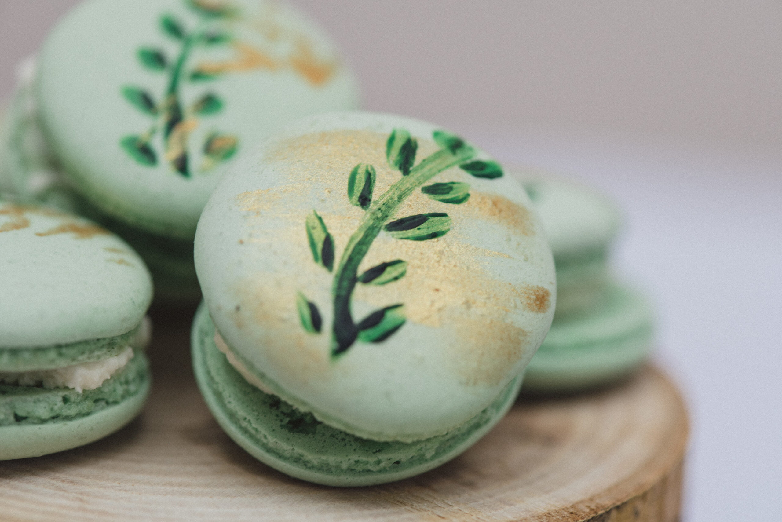 Handprinted green macarons cake class in Kent is back